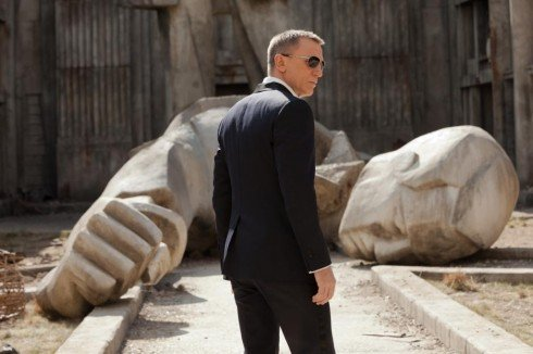 Daniel-Craig_James-Bond-490x326